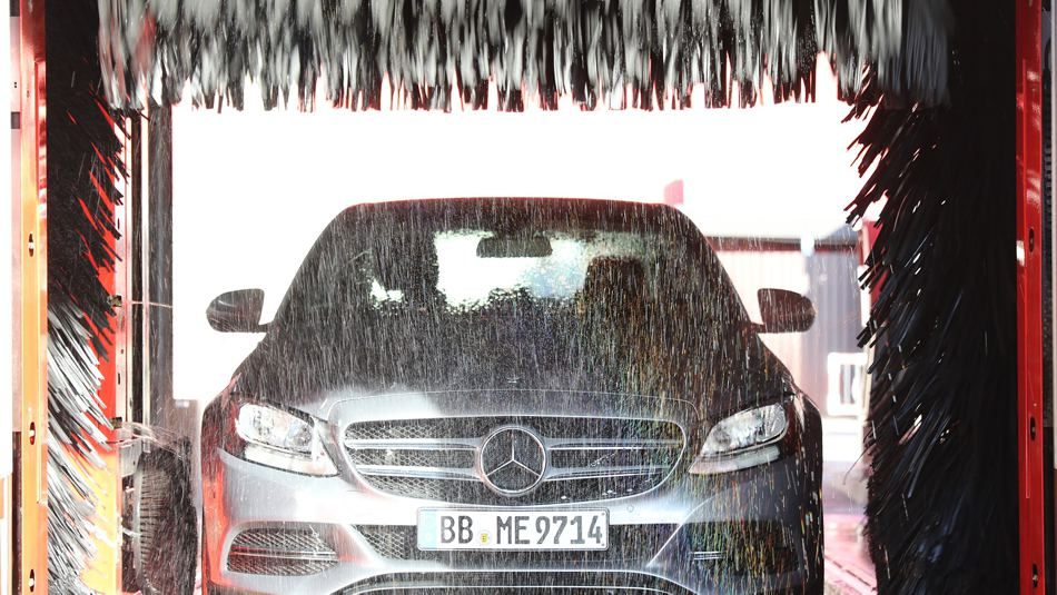 car wash service with brushes, car detailing planet