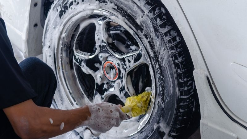 cleaning wheels and tires with car wash soap and brushes