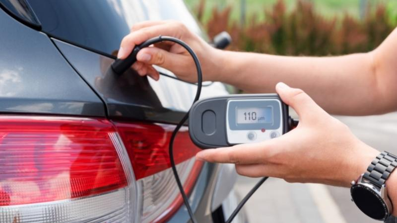 measure car paint depth using paint thickness gauge, coating thickness gauge, paint thickness