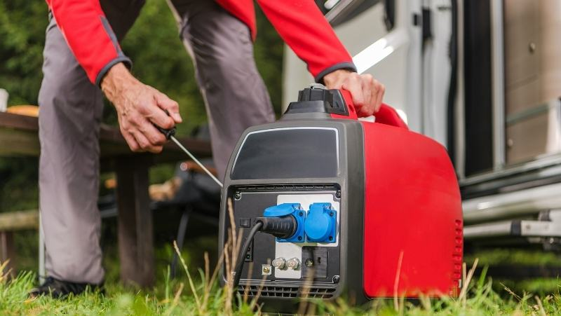 man starting a generator, the best generator for auto detailing