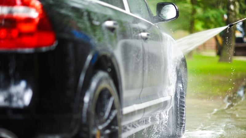 is it safe to wash a car with hot water